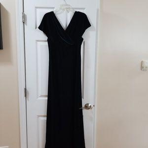 Robbie bee size 14 velvet floor length dress